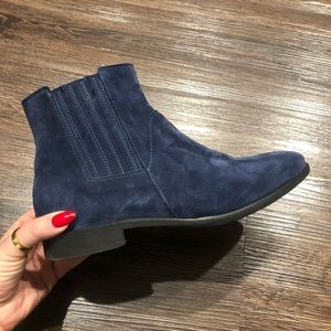 Italeau hand made in Italy suede ankle boots navy